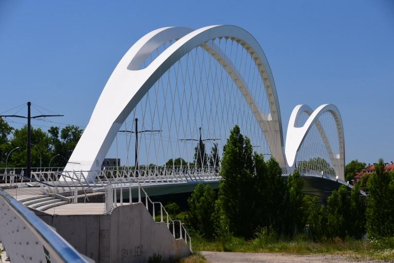 Nur eine der zahlreichen Brücken von Kehl nach Straßburg