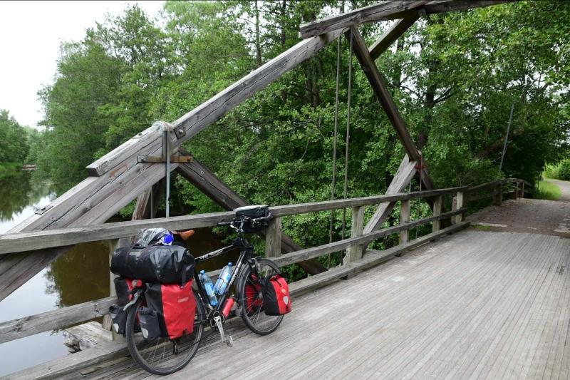 Diese Brücke ist nicht für die zahlreichen Holztransporter geeignet