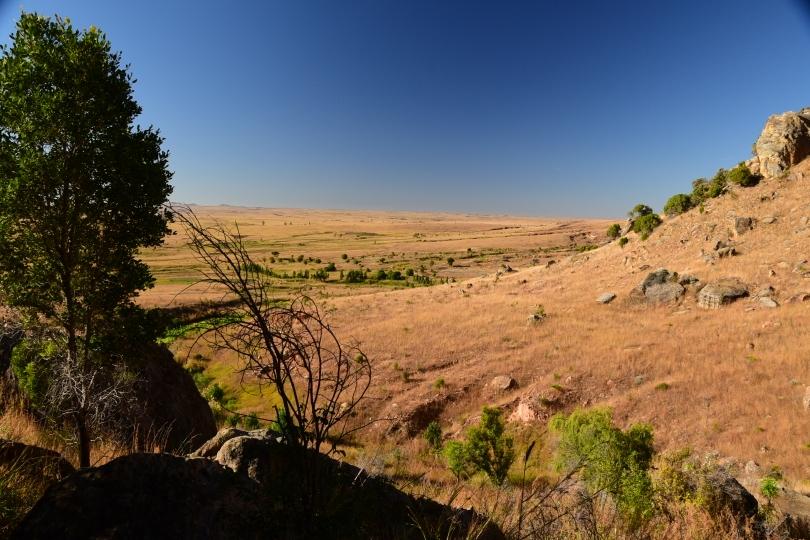 Weites Land - der Blick vom Isalo-Gebirge in die Grassavanne