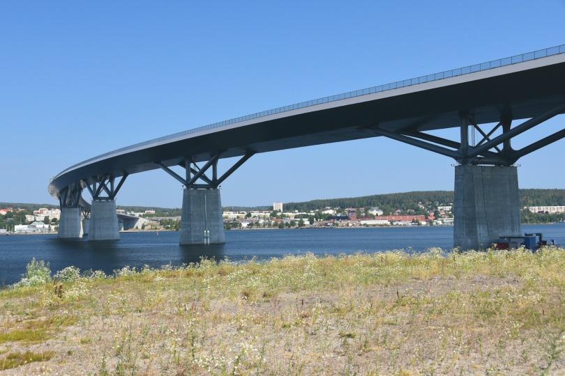 Das neue Wahrzeichen Sundsvalls ist allerdings die elegant geschwungene Brücke der E4 über den Fjord