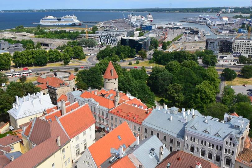 Fluch und Segen zugleich: Eine sehr schöne Altstadt direkt am Hafen, wo die Kreuzfahrtschiffe quasi Schlange stehen