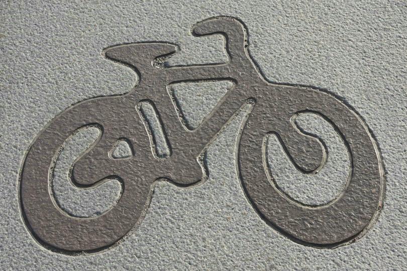 Die schönste Radwegmarkierung in Granit, die ich überhaupt je gesehen habe