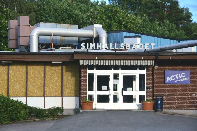 """Der Ort meiner ersten und einzigen """"internationalen Schwimmwettkämpfe"""", die Schwimmhalle von Hässleholm. Auch schon reichlich in die Jahre gekommen und wird zz. saniert"""
