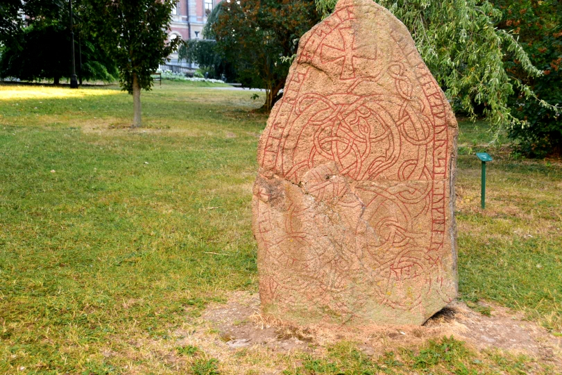So etwas Besonderes sind Runensteine nun auch wieder nicht...