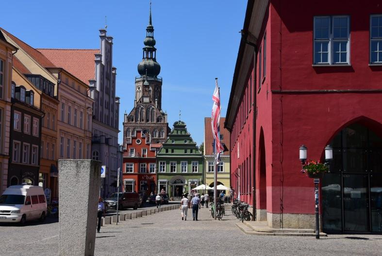 Greifswald - noch eine dieser wunderschönen Altstädte aus der Hansezeit - und dazu eine Stadt, die perfekt für Radfahrer ausgebaut ist!