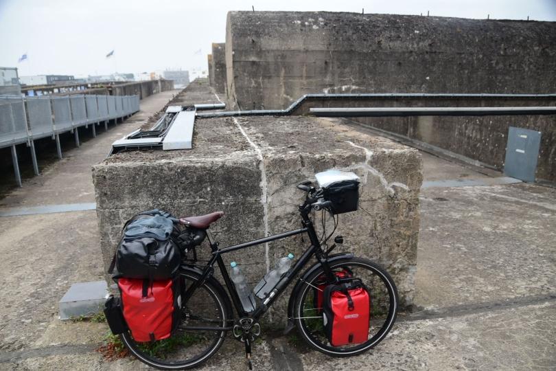 Unkaputtbar - auf dem Dach des U-Boot-Bunkers von St. Nazaire