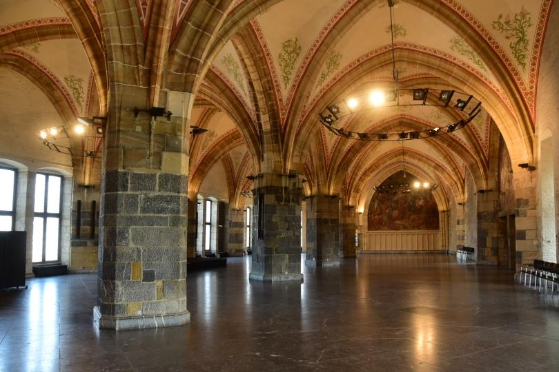 Wenigstens den Krönungssaal im Rathaus sollte man gesehen haben. Schließlich wurden 600 Jahre lang fast alle deutschen Könige in Aachen gekrönt