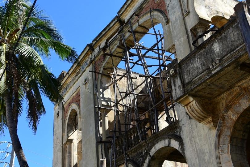 Antsiranana ist den nördlichste Stadt Madagaskars und der Ort, wo erstmals Europäer landeten. Viele Bauten aus der Kolonialzeit prägen noch das Stadtbild, sind aber teilweise auch dem Verfall preisgegeben