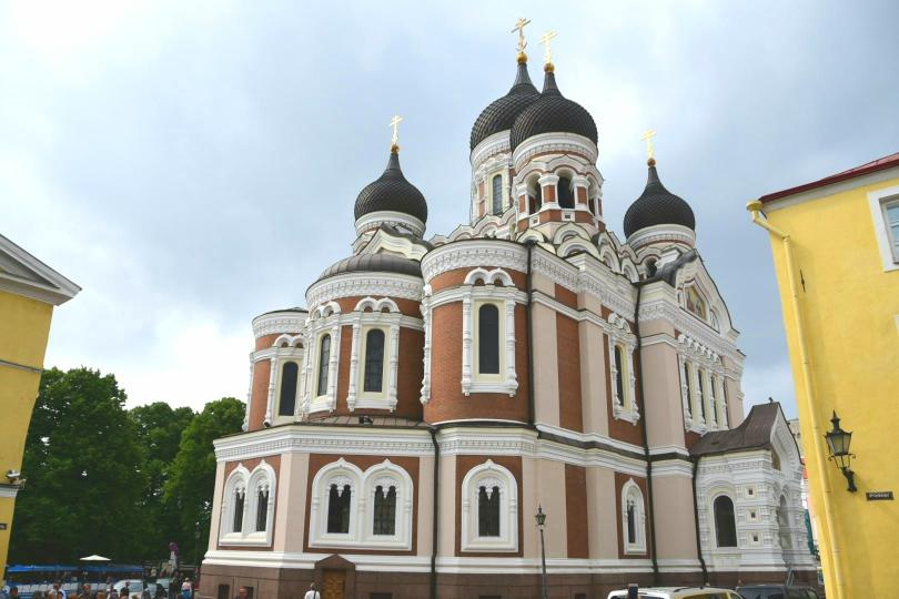 Direkt gegenüber dem Parlamentgebäude ein Zeugnis russischer - nicht sowjetischer - Geschichte. Gleich nebenan liegt die deutsche Botschaft
