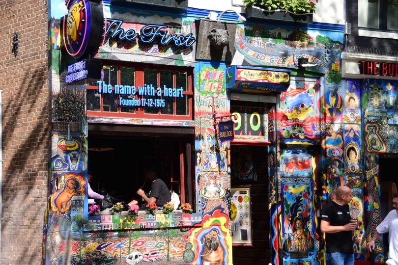 Eine der Attraktionen Amsterdams sind die zahlreichen Coffeeshops