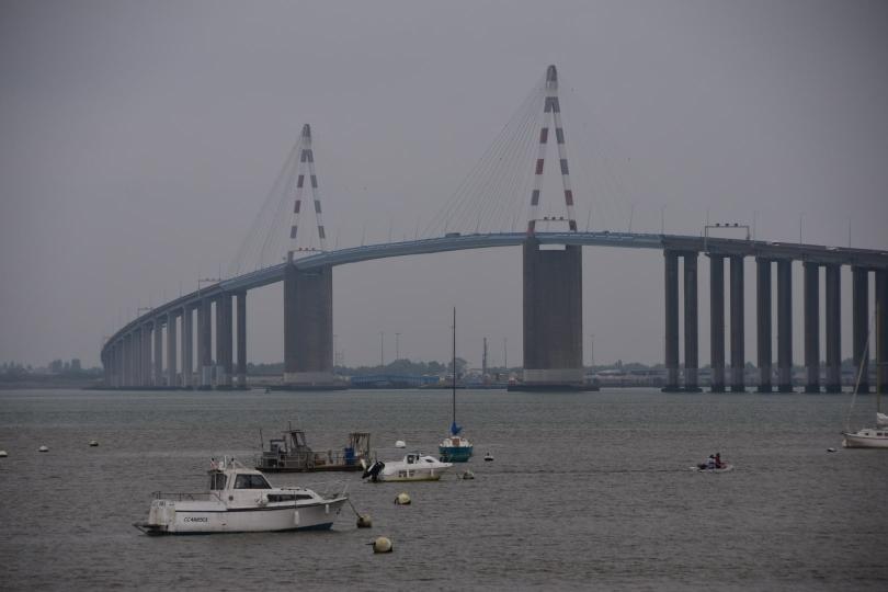 Und wieder geht es auf einer Hochbrücke über einen Fluss - diesmal die Loire