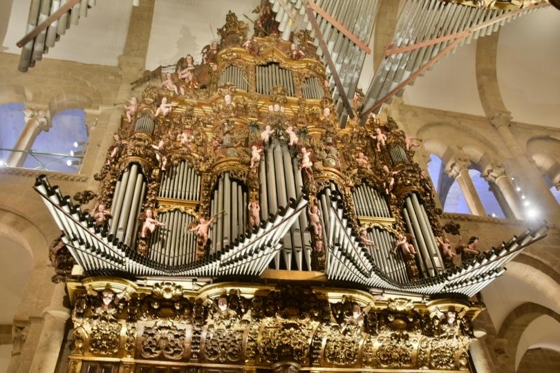 Besonders gefallen haben mir allerdings die beiden gegenüberliegenden Orgeln