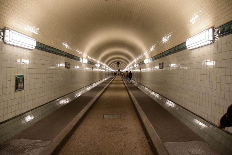 Die eine Tunnelröhre ist schon fertig saniert - und richtig schick!