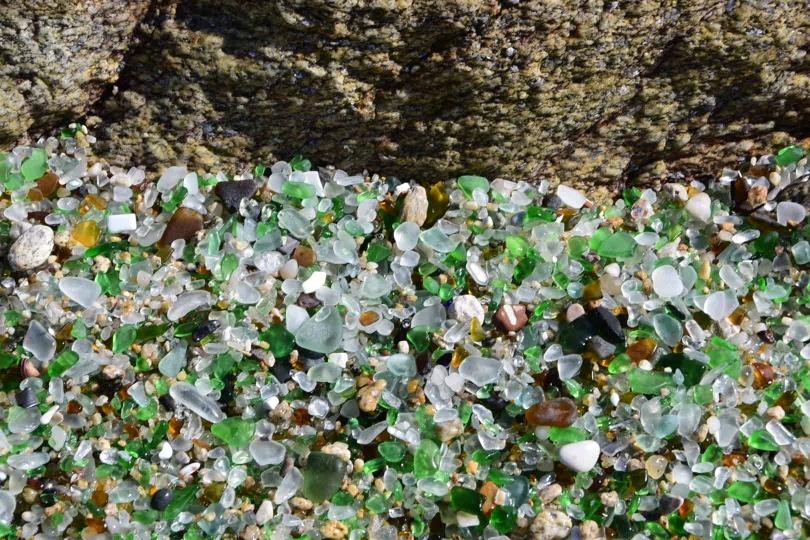 Sehr klein und sehr speziell: die Playa de los Cristales bei Laxe