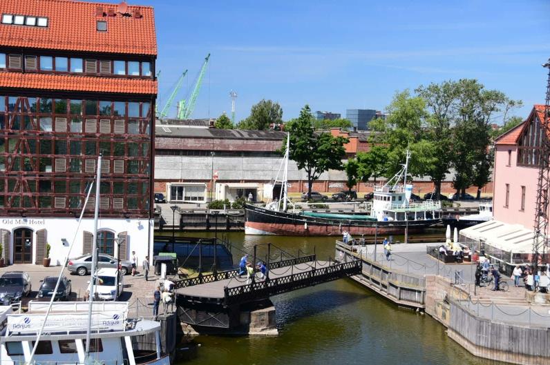 Diese Drehbrücke im Yachthafen von Klaipeda muss noch mit Muskelkraft bewegt werden
