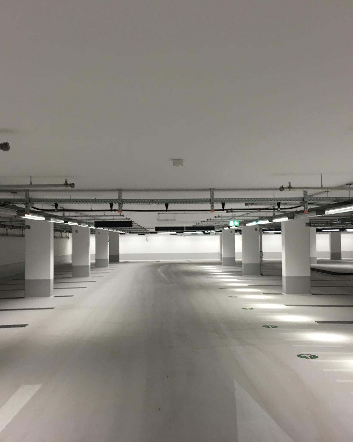 Fahrspur in der Garage
