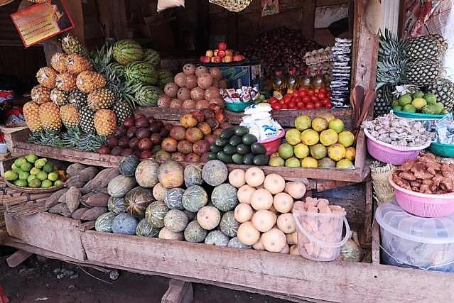 Bunte Märkte mit lokalem Obst und Gemüse