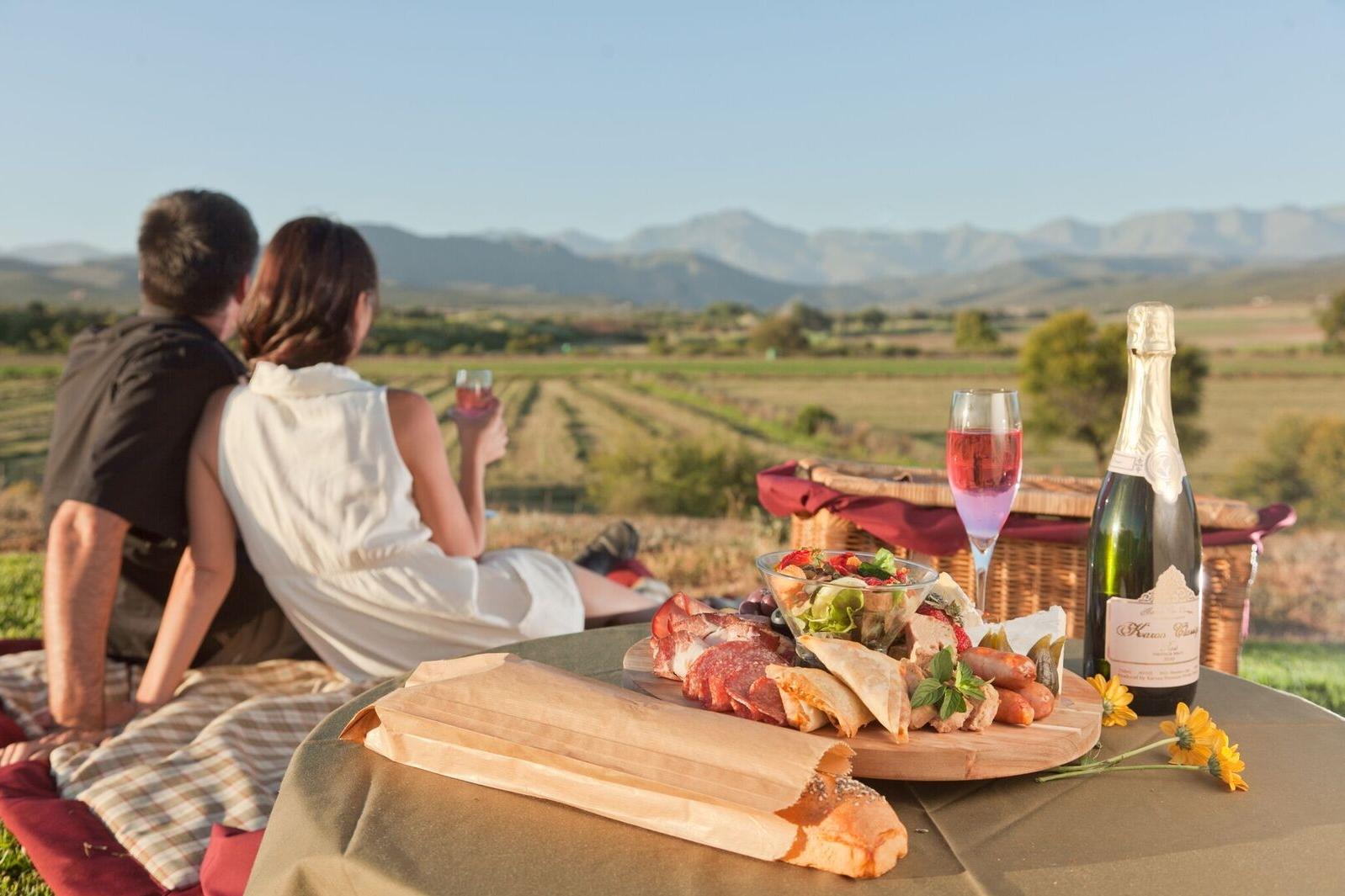 Romantisches Picknick an der Gartenroute