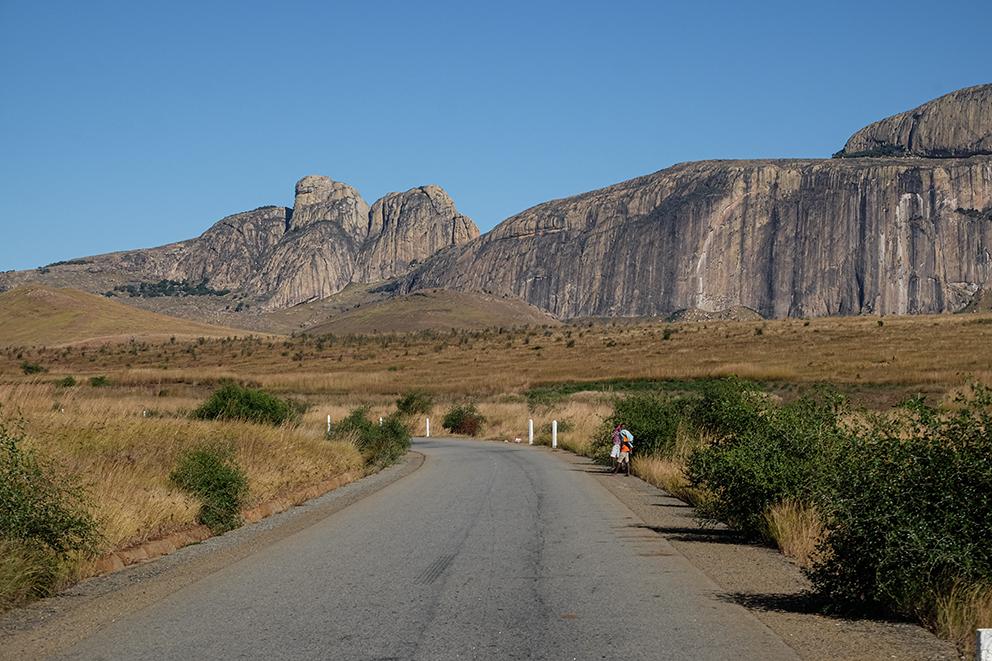 Steppenlandschaft und Felsen