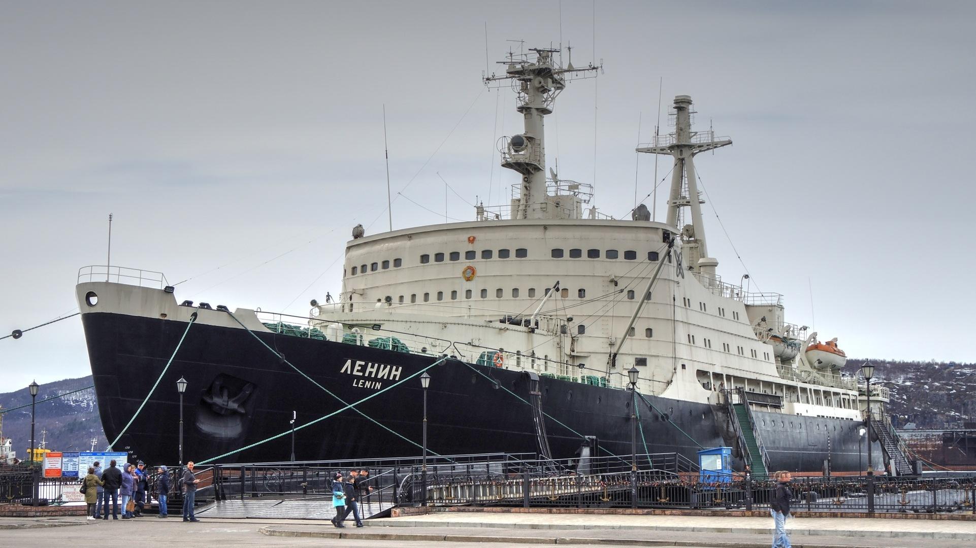 "The world's first nuclear-powered icebreaker ""Lenin"""