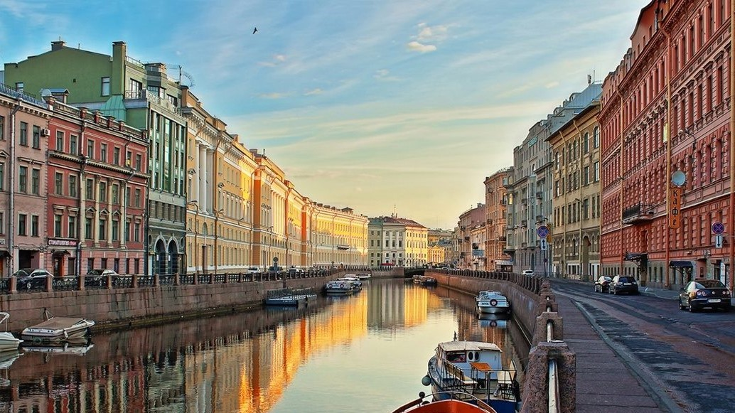 St. Petersburg, Boat ride on the canals