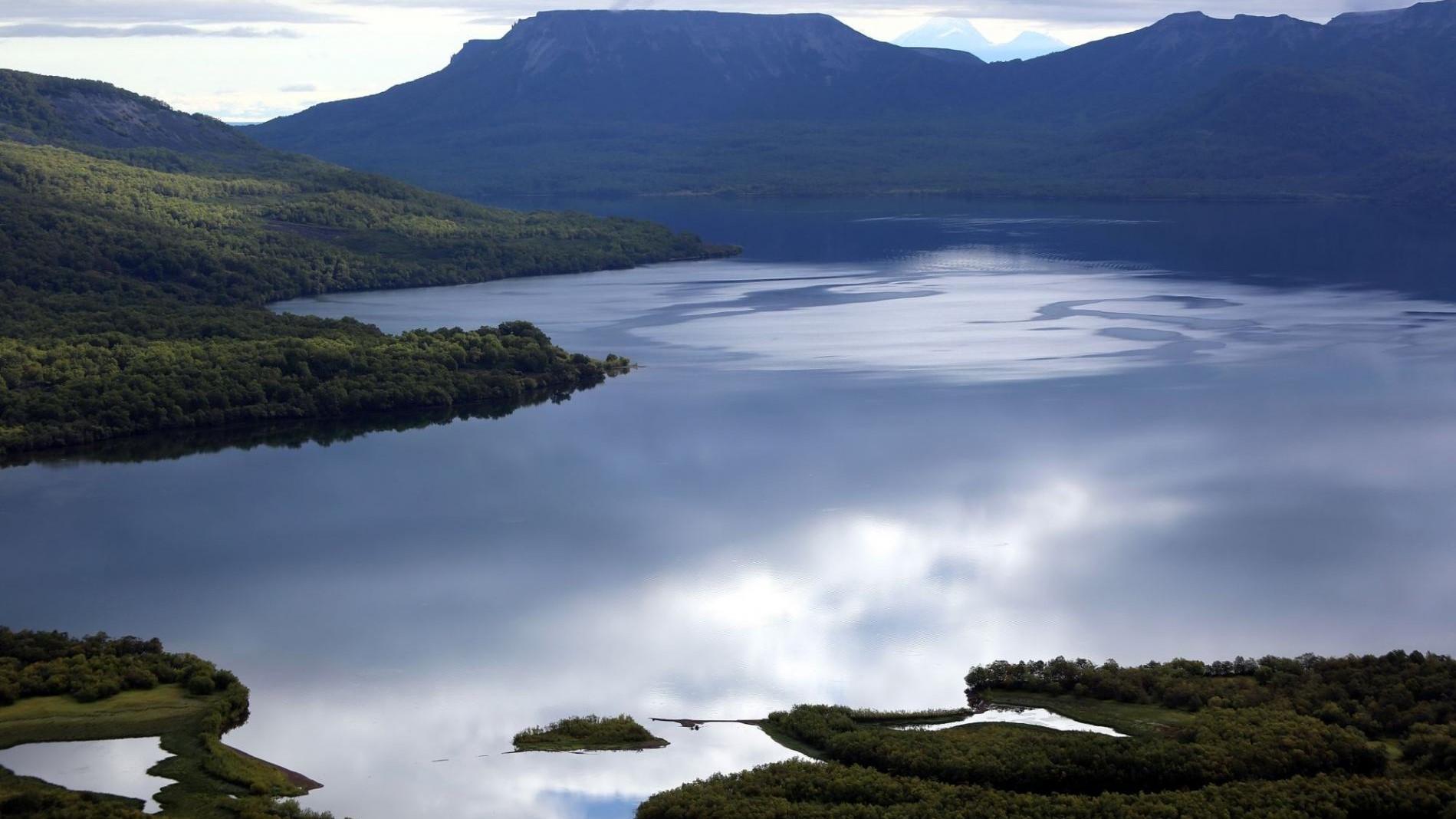 Dvukhyurtochnoye Lake