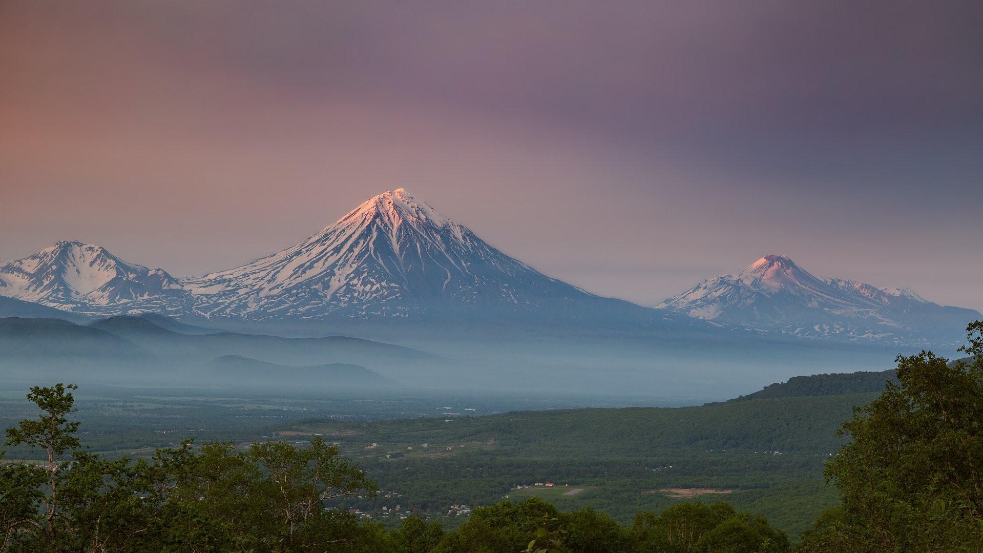Koryaksky and Avachinsky volcanoes