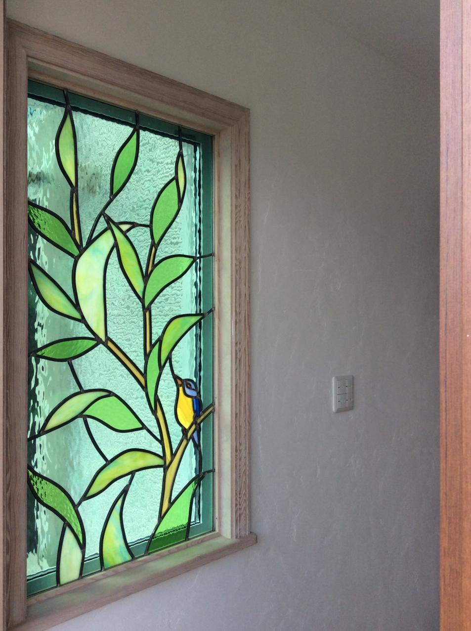 ナチュラルスタイルのインテリア空間に 鳥と植物をモチーフにした優しいデザインで彩ります