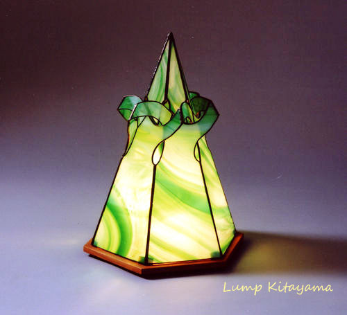 光と影をデザインする照明ランプ。