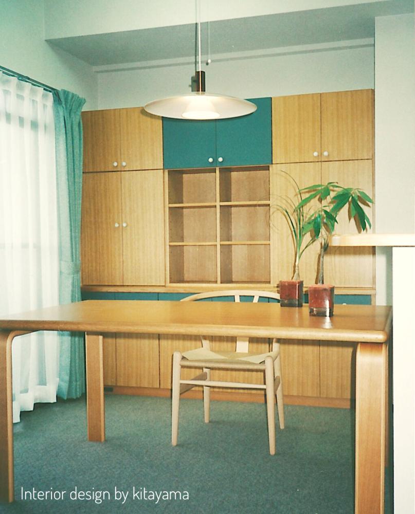 男性お一人のお住まいにオーダーメイドの家具とシンプルナチュラルのインテリア。