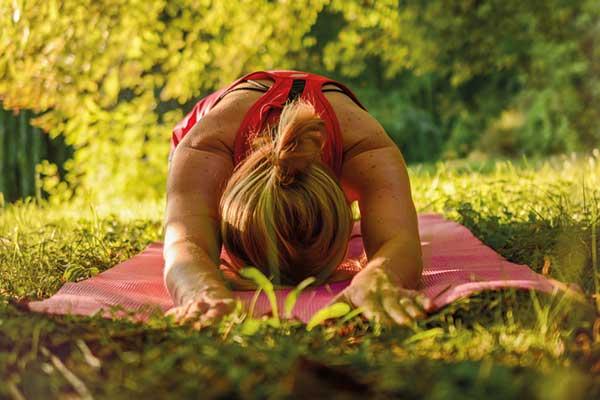 Yoga im Park in Hamburg