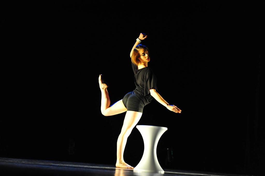 """Noémi dans """"Présent(s)"""" : option danse en tant que sport - BAC 2012"""