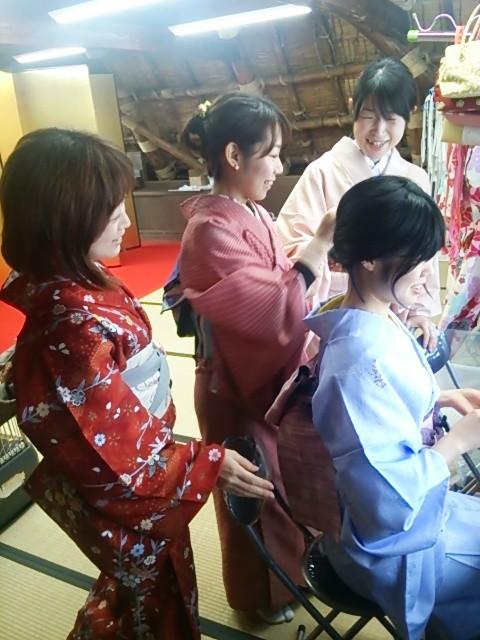 仲良しグループの卒業旅行の思い出作りは、下呂温泉合掌村で。