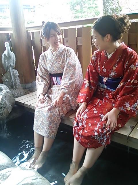 下呂温泉合掌村では、着物で足湯に浸かれます