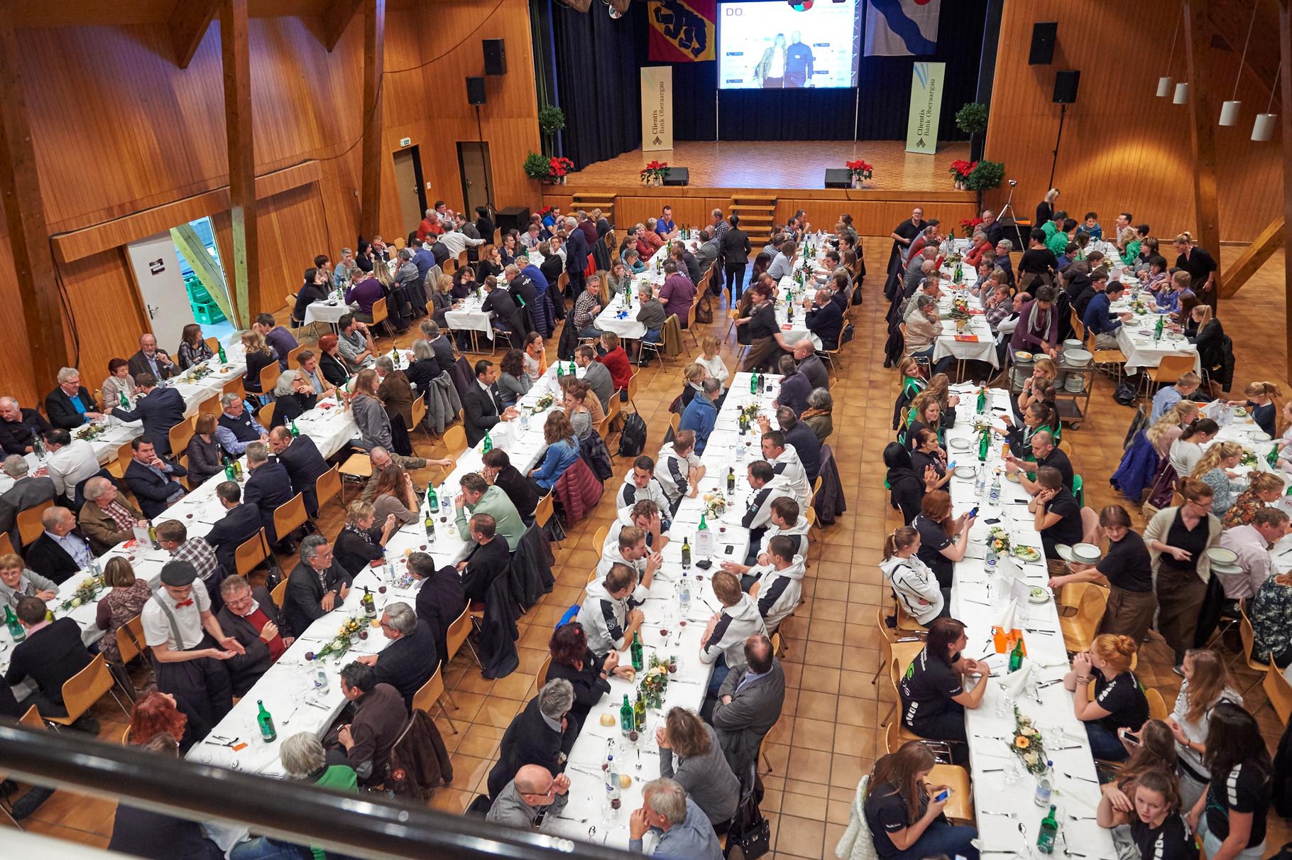 Das Catering für den grossen Anlass wurde vom Bären in Niederbipp unter der Leitung von Ueli und Eveline Marti-Züllig hervorragend zubereitet und serviert.