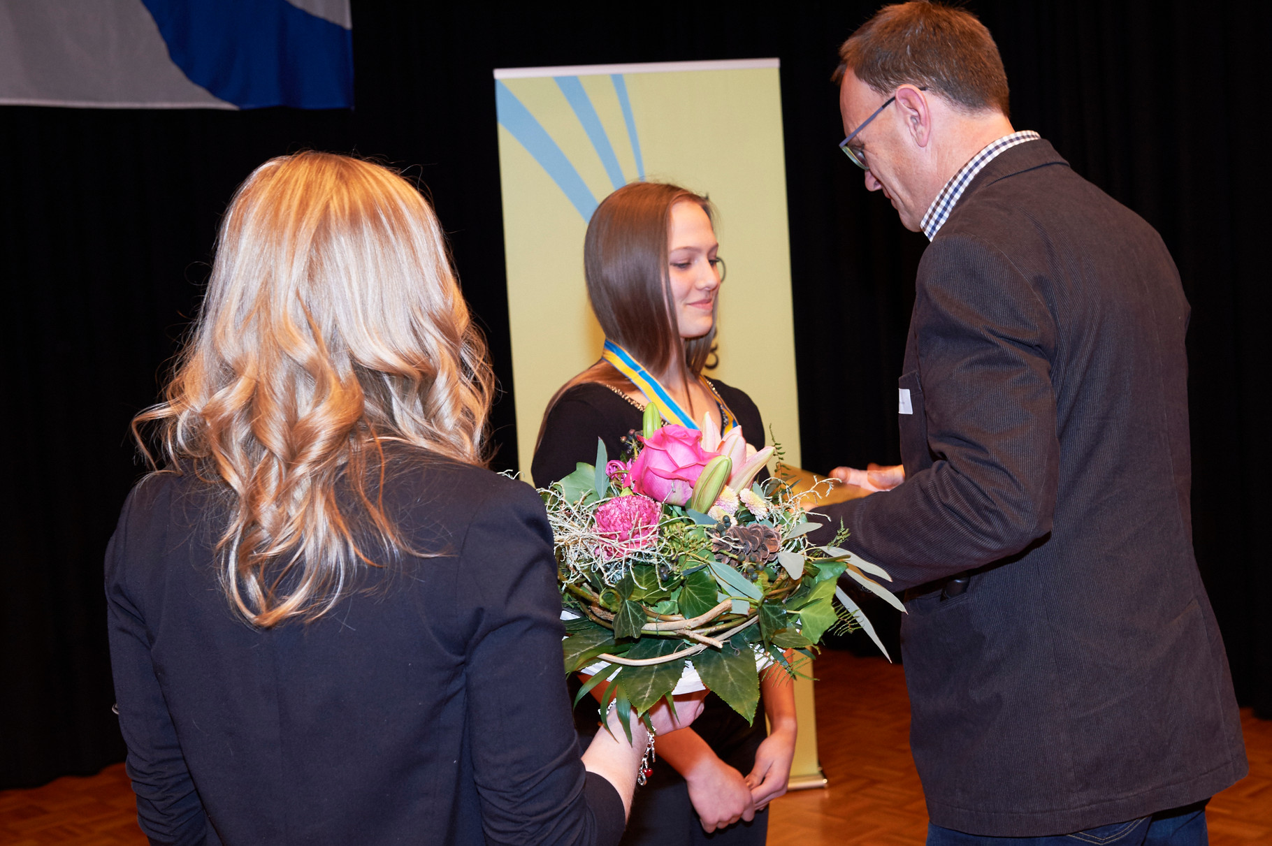 Do-Club Vorstandsmitglied Ch.Fankhuser übergibt die Preise