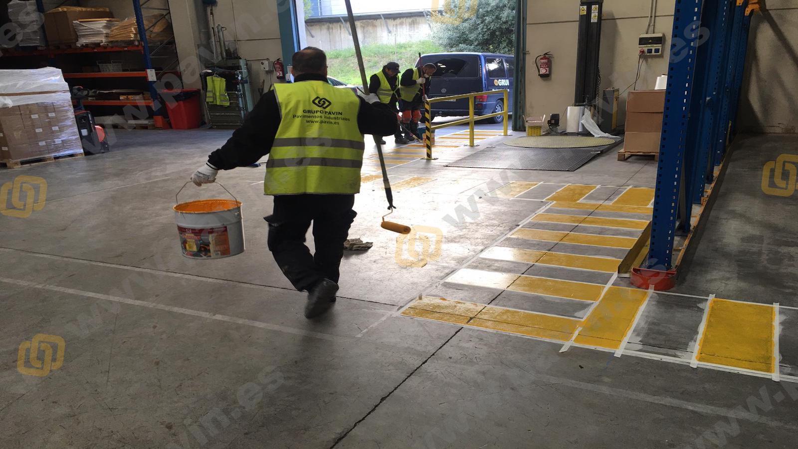 Suelos de resina para pavimentos industriales en naves de almacenaje