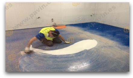 Suelos de resina multicapa para pavimentos industriales con altos requerimientos químicos y mecánicos aplicados por Grupo Pavin