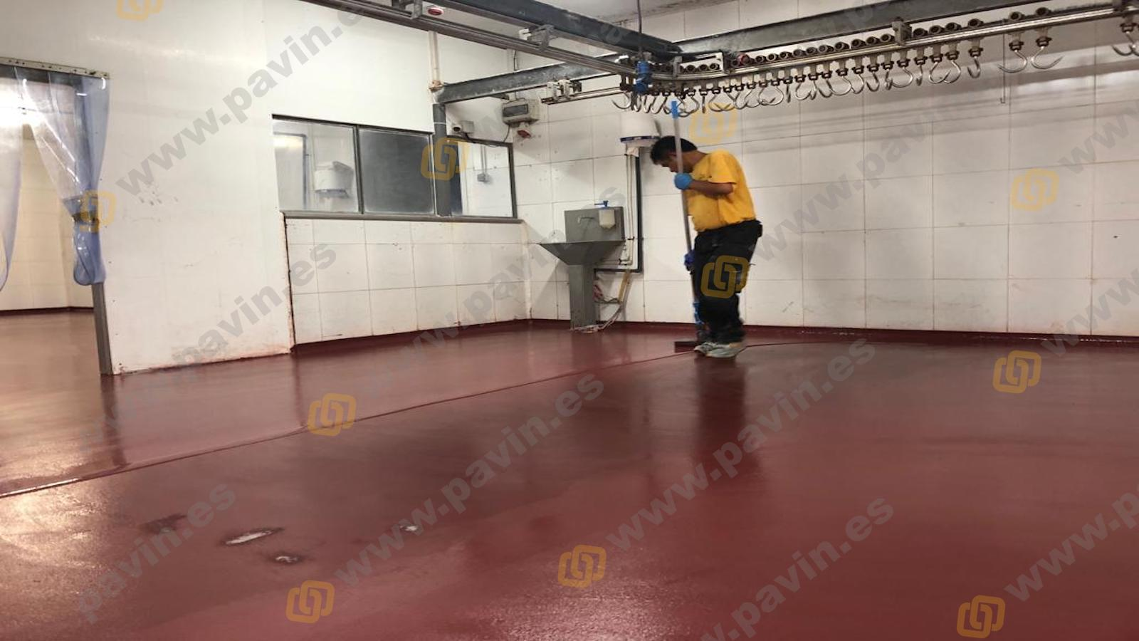 Pintar suelos de resina para naves de mataderos