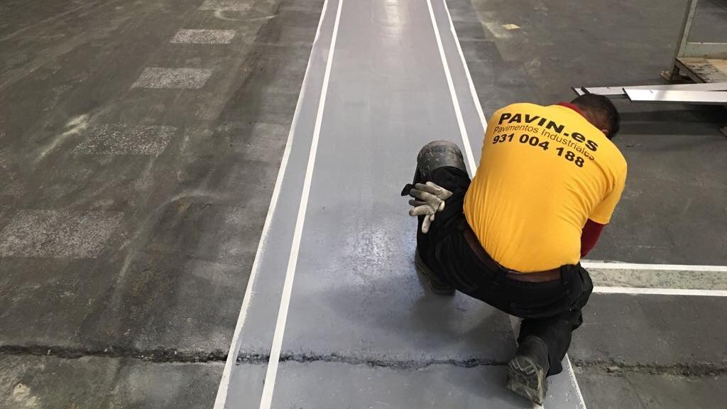 Suelos y pavimentos industriales de resinas continuos en Barcelona con poliuretano