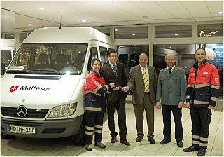 Einsatzfahrzeug für die Malteser durch Mercedes-Benz Fulda unterstützt