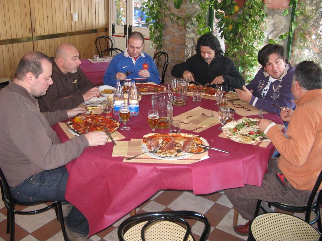 """Alle prese con la pizza """"Diavolo Zompone"""""""
