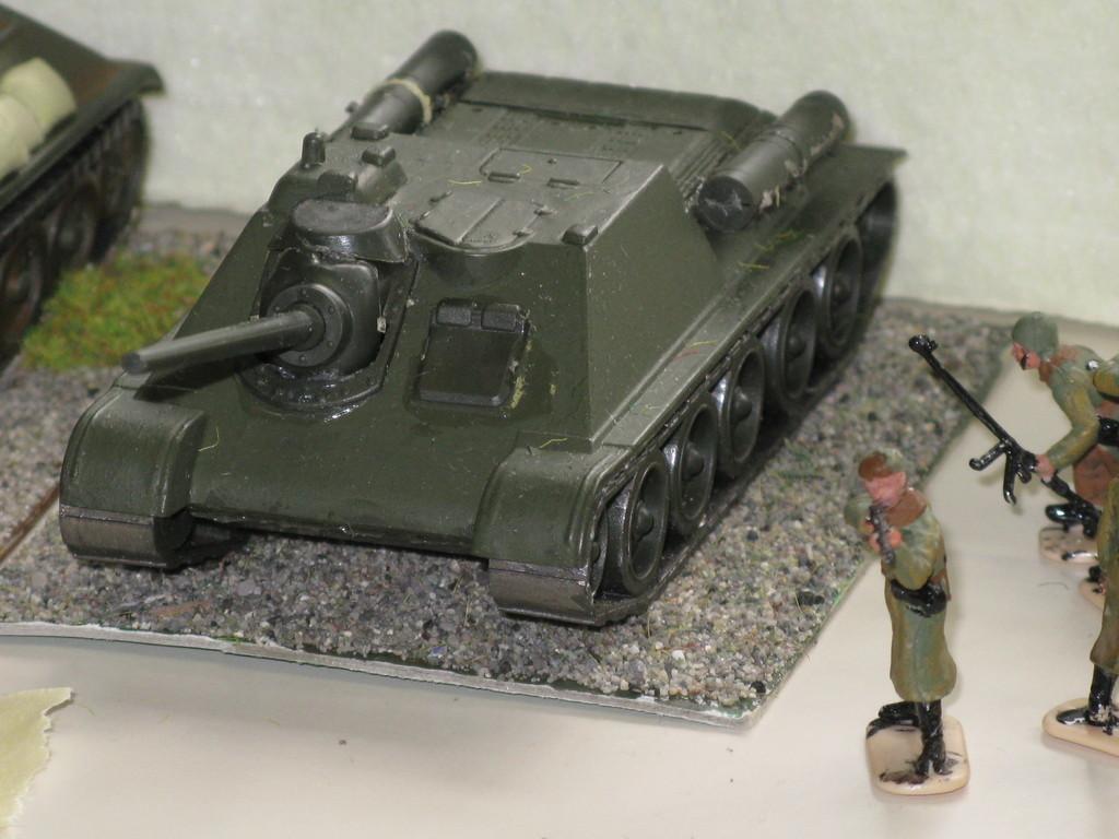 Cannone semovente russo SU 85.