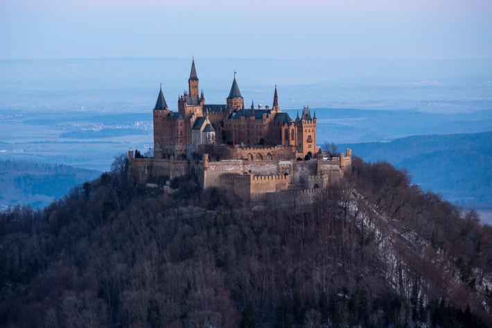 Die Burg ca. 5 Minuten vor Sonnenaufgang - herrlich die blaue Stimmung.