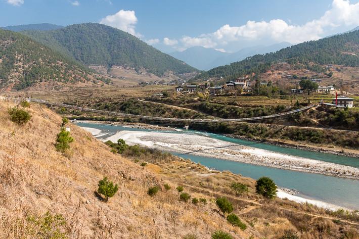 Blick auf das Pochu Tal und die Suspensionbridge