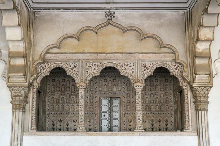 Im Inneren des Diwan I Am, hier saß einst der Mogul.