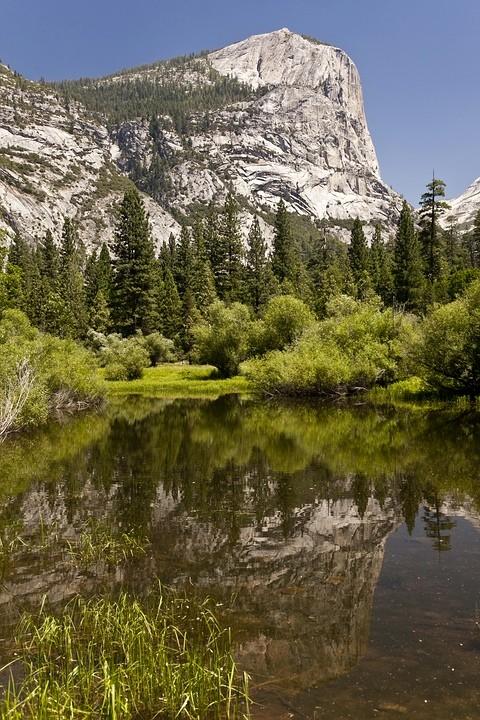Spiegelung von Mount Watkins im Mirrow Lake.