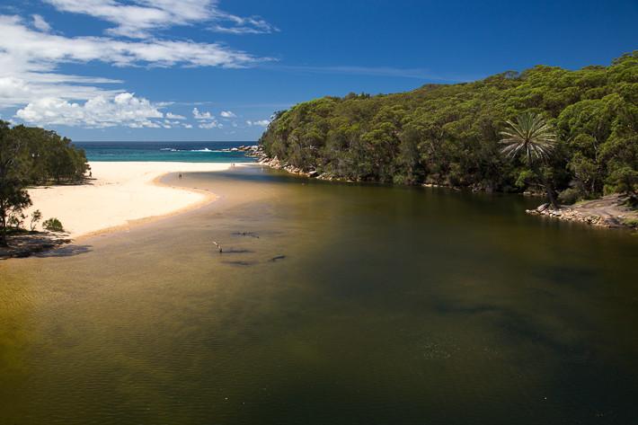 """Wattamolla beach - eine Lagune und Bucht (""""Cala"""")."""