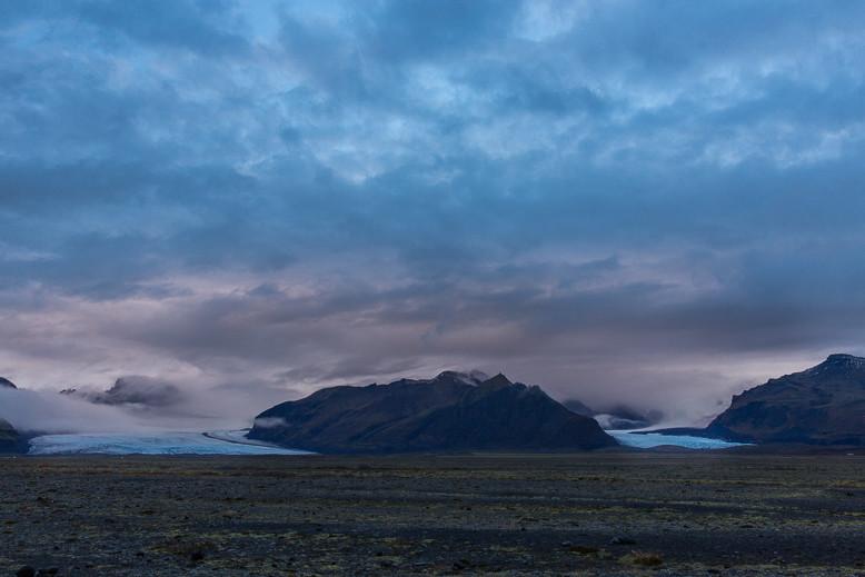 Die Insel Island wurde durch Vulkanismus erschaffen und u. a. durch Gletscher geformt.