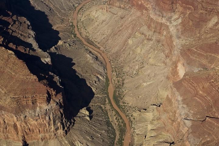 Der Colorado River – durchschnittlich ist der Fluss 100m breit.